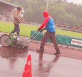 HSK-Einzelmeisterschaften der Leichtathleten im Stadion Große Wiese Regen verhinderte bessere Leistungen am ersten Tag